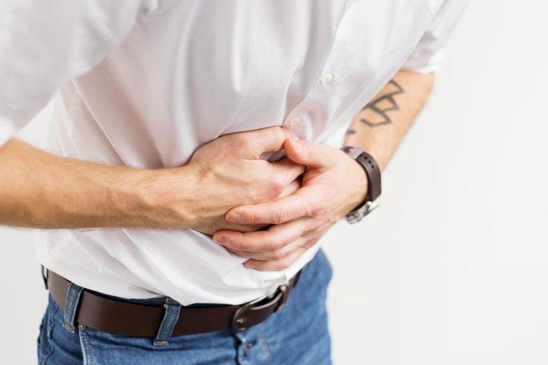 Đau nhiều ở thượng vị và thường xuyên bị chướng bụng cũng là những dấu hiệu của hội chứng dạ dày tá tràng