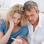 Suy giảm nội tiết tố theo tuổi tác là một trong những nguyên nhân chủ yếu gây hiếm muộn ở các cặp vợ chồng lớn tuổi