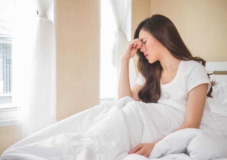Sáng ngủ dậy thấy chóng mặt buồn nôn là tình trạng mà nhiều người gặp phải