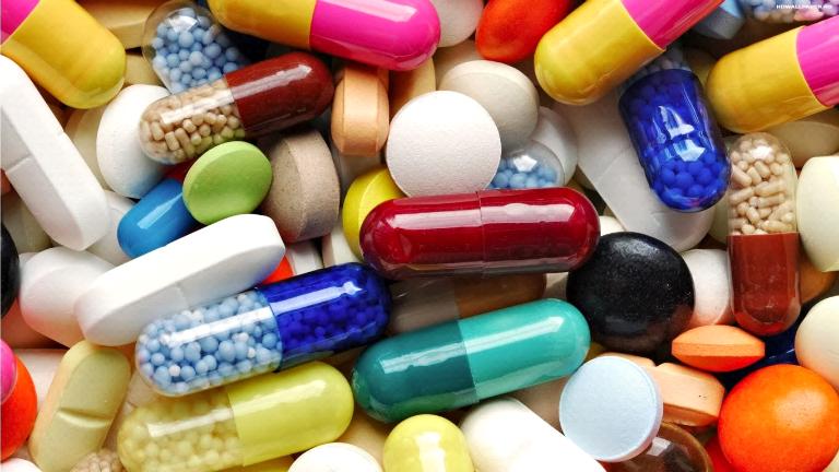 Bệnh nhân đau dạ dày có thể điều trị bằng một số loại thuốc Tây như thuốc giảm đau, thuốc trung hòa axit,...