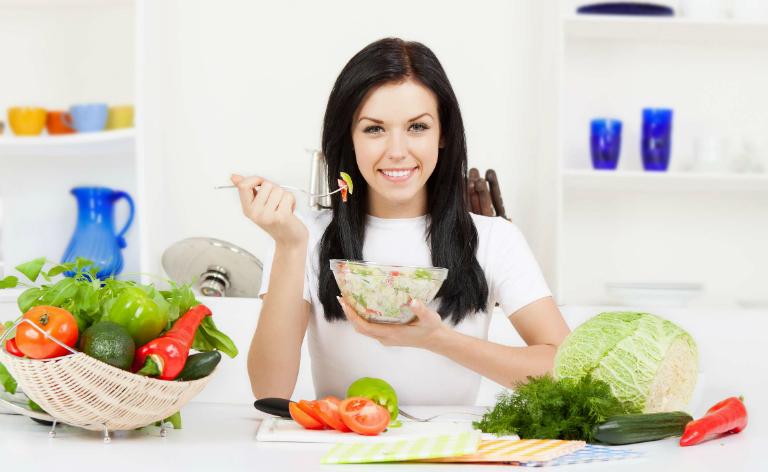 Một chế độ dinh dưỡng lành mạnh, ăn nhiều chất xơ sẽ giúp bạn nhuận tràng, cải thiện chứng táo bón không cần dùng thuốc.