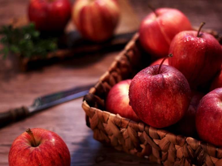 Táo là một trong những loại trái cây giàu chất xơ giúp trị táo bón tốt
