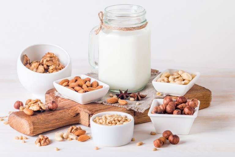 Các loại sữa có nguồn gốc thực vật là lựa chọn phù hợp cho người viêm đại tràng