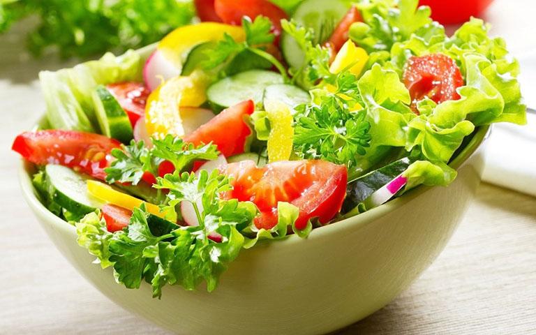 Ăn rau xanh giúp điều trị bệnh gút