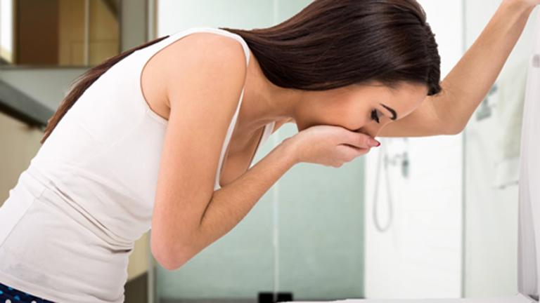 Buồn nôn, nôn là tác dụng phụ thường gặp thuốc Flumazenil