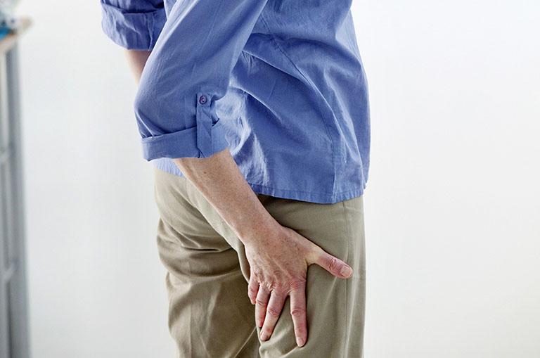 đau dây thần kinh từ mông xuống chân