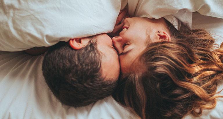 quan hệ tình dục vào buổi sáng có tốt không