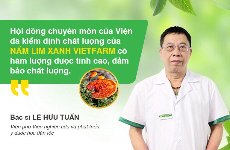 Bác sĩ Lê Hữu Tuấn là người trực tiếp kiểm nghiệm sản phẩm Nấm lim xanh Vietfarm