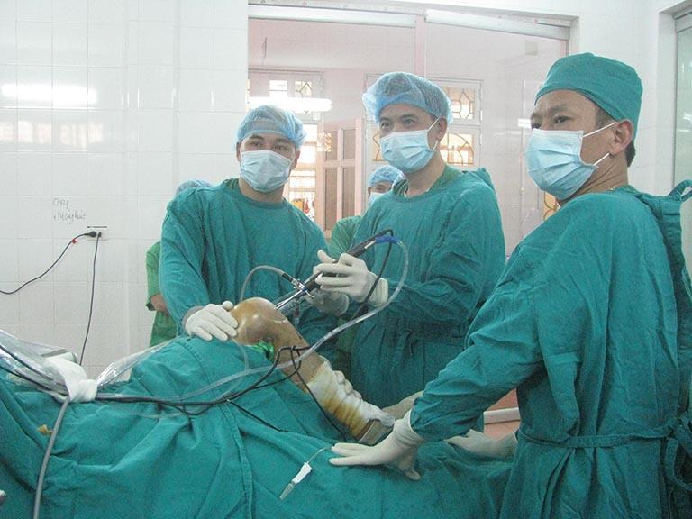 Phương pháp phẫu thuật nội soi điều trị thoái hóa khớp gối