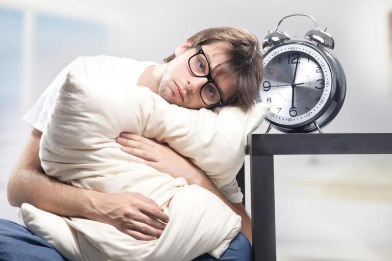 trằn trọc khó ngủ