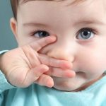 trẻ bị ngạt mũi khô