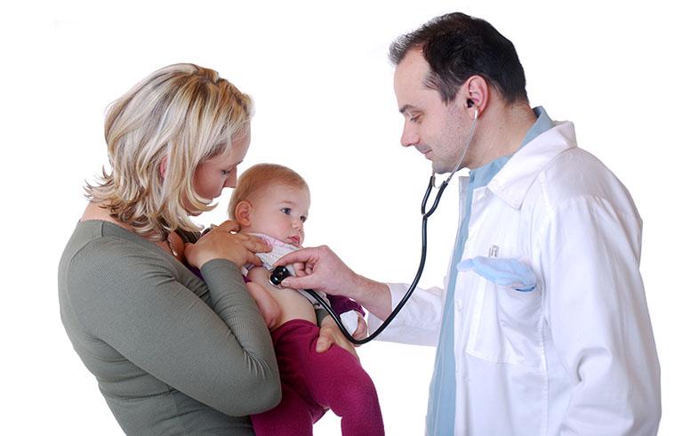 trẻ bị viêm phế quản sốt nhiều ngày