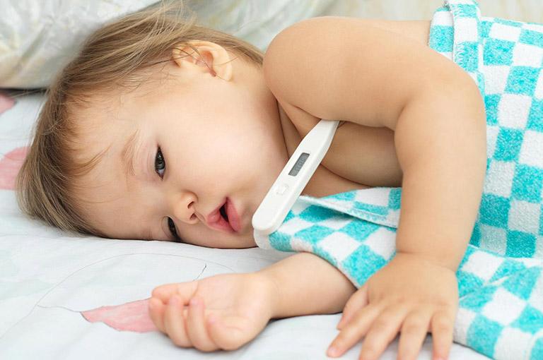 trẻ bị viêm phế quản sốt mấy ngày