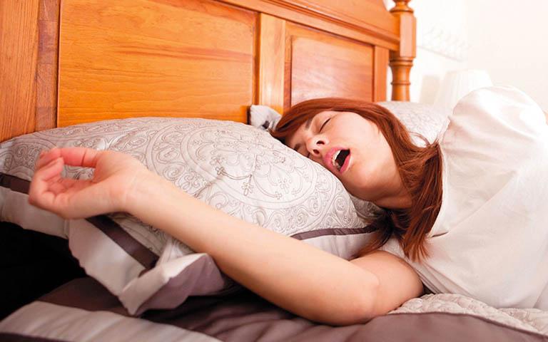 chữa bệnh ngủ ngáy ở phụ nữ