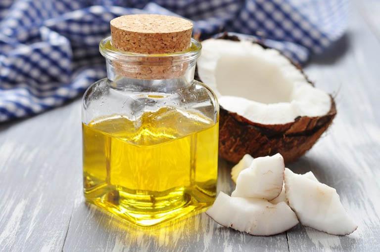 cách trị rụng tóc sau sinh tại nhà bằng dầu dừa