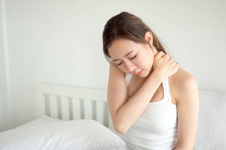 ngủ dậy đau cổ