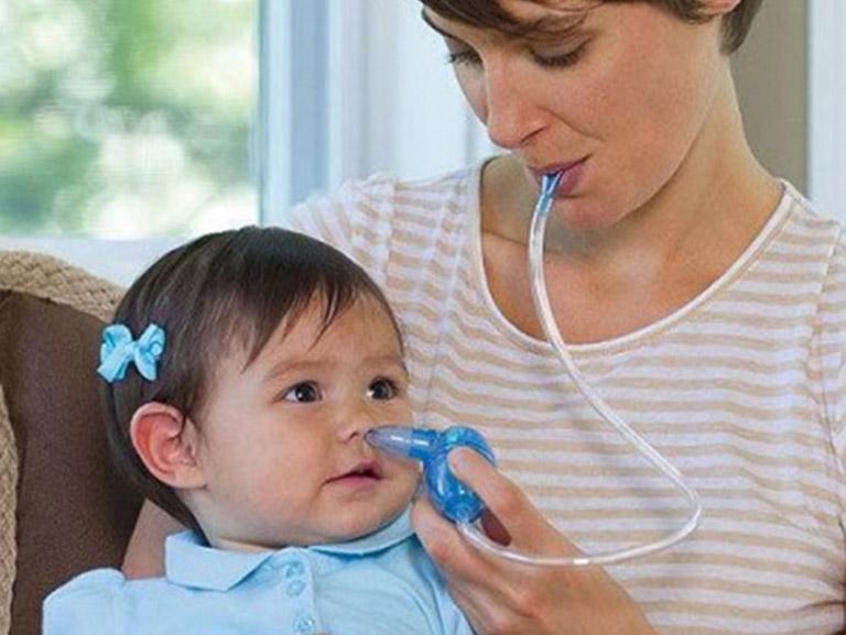 có nên hút rửa mũi cho trẻ sơ sinh
