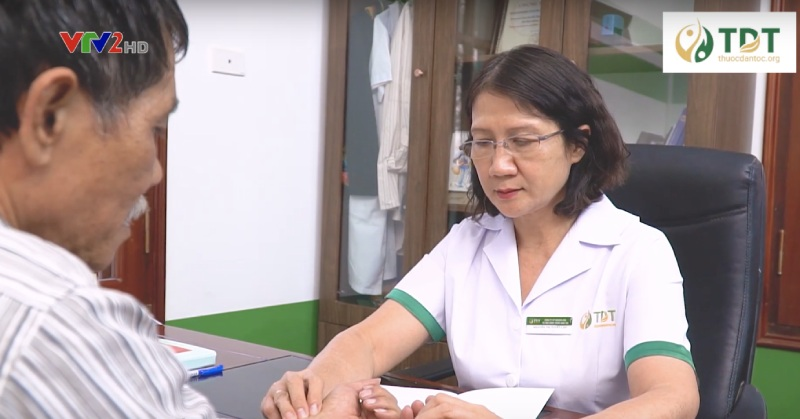 Bác sĩ Tuyết Lan là người thăm khám và chữa trị trực tiếp cho bác Thành