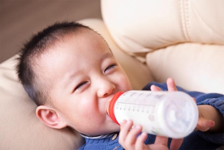 nguyên nhân trào ngược dạ dày ở trẻ 2 tuổi