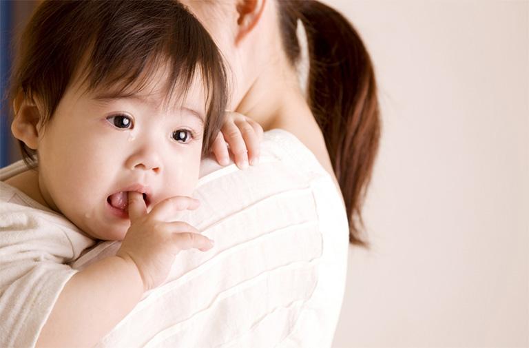 trẻ 2 tuổi bị trào ngược dạ dày