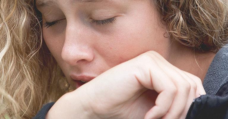 trào ngược axit dạ dày gây đờm ở cổ họng