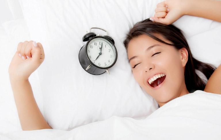 Thay chế độ sinh hoạt, ngủ nghỉ để cải thiện giấc ngủ