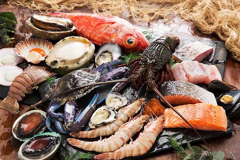 bị ngứa do hắc lào nên kiêng hải sản