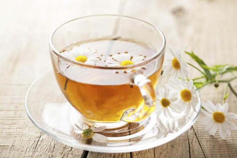 mẹo trị nổi mề đay tại nhà bằng trà hoa cúc