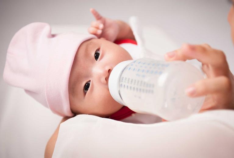 Trào ngược dạ dày ở trẻ 2 tháng tuổi