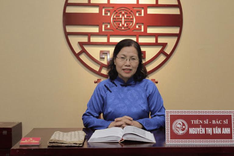 Bác sĩ Vân Anh là một trong những chuyên gia tiêu hóa luôn tận tụy trong công cuộc nghiên cứu để tìm ra phương pháp mới điều trị bệnh đại tràng