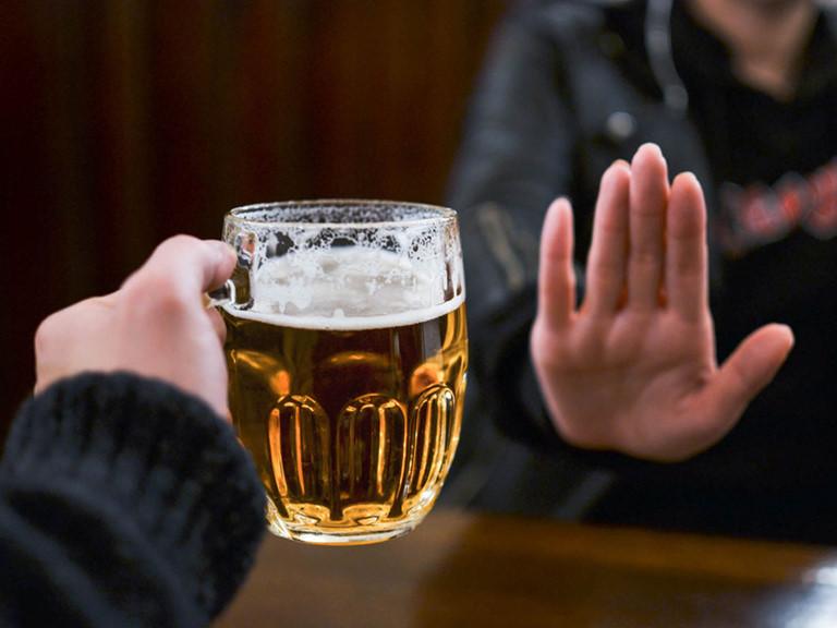 bệnh gút nên kiêng bia rượu