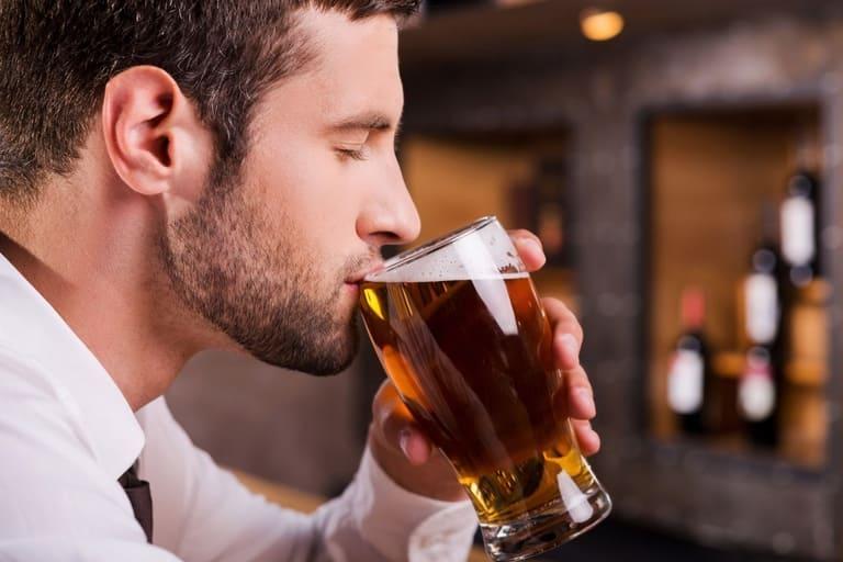 Bệnh trĩ có uống bia được không