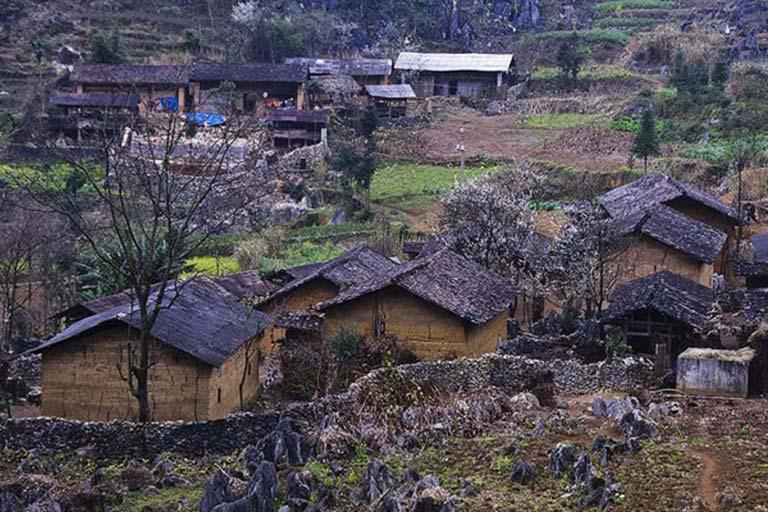 Đội ngũ nghiên cứu của Trung tâm Thuốc dân tộc đã tìm đến những bản làng nơi người Tày sinh sống để tìm hiểu về bài thuốc đại tràng bí truyền