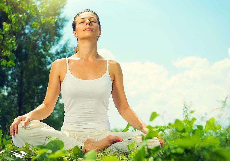 Thư giãn, kiểm soát hơi thở giúp hệ thần kinh dịu hơn