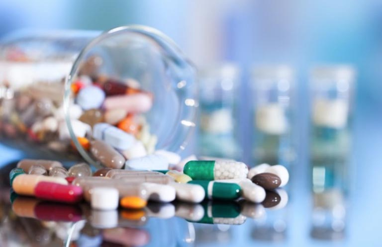 Các thuốc trị viêm họng do bác sĩ kê đơn bao gồm nhiều loại như kháng sinh, kháng viêm hay thuốc hạ sốt