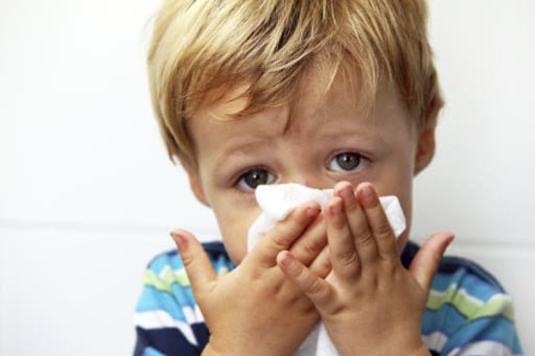trẻ ho có đờm sổ mũi sốt