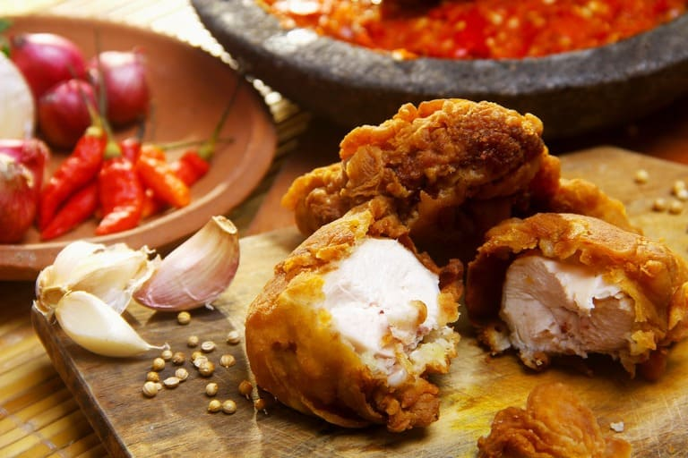 bị viêm xoang có nên ăn thịt gà không?