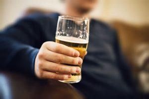 Bị sỏi thận có uống được bia, rượu không?