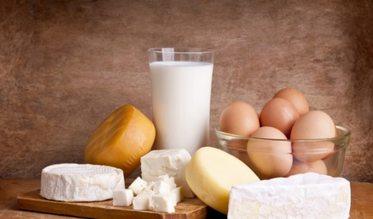 Bị sỏi thận uống sữa được không? Uống loại nào?