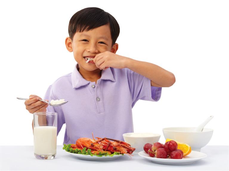 Cha mẹ lưu ý bổ sung đầy đủ dinh dưỡng thiết yếu cho trẻ