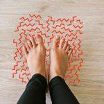 Ngồi lâu bị tê chân có sao không? Có cần trị?