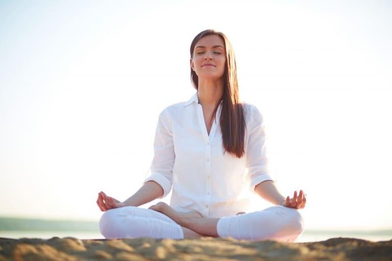 cách giảm tê chân khi ngồi lâu
