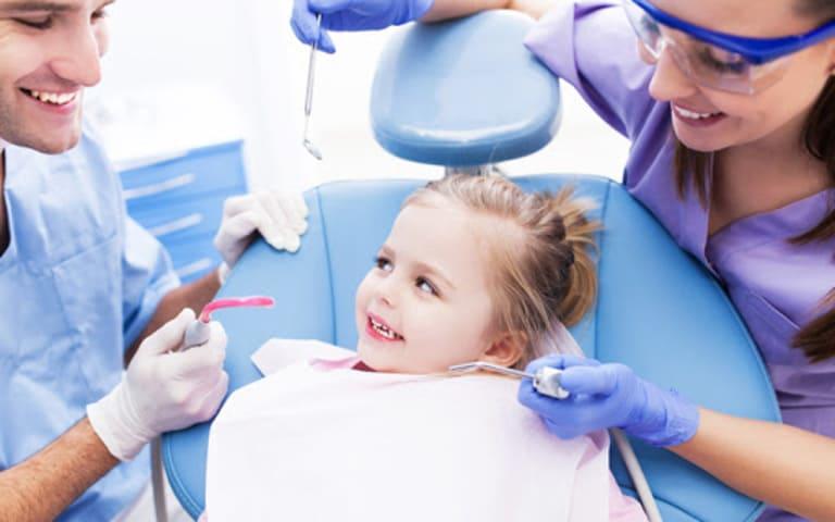 Trẻ bị sưng lợi điều trị thế nào