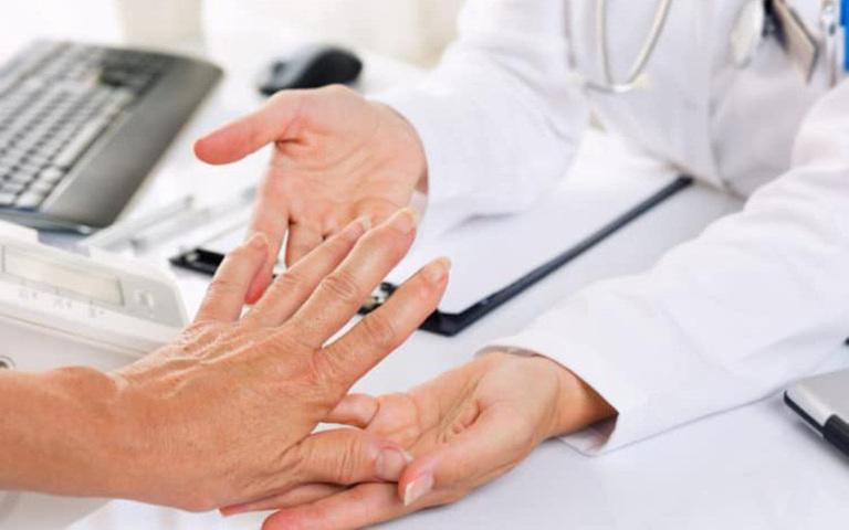Cách phân biệt viêm khớp dạng thấp và gout chuẩn