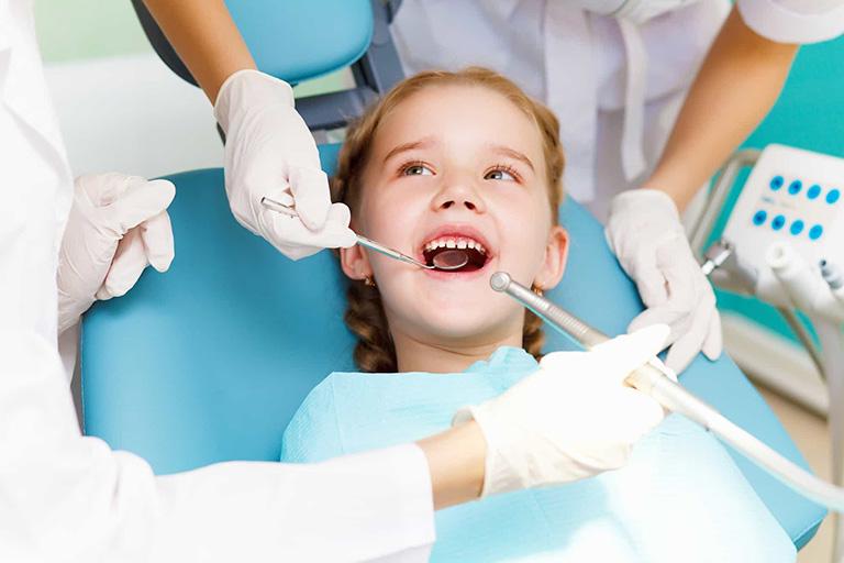 trẻ bị viêm nướu răng uống thuốc gì