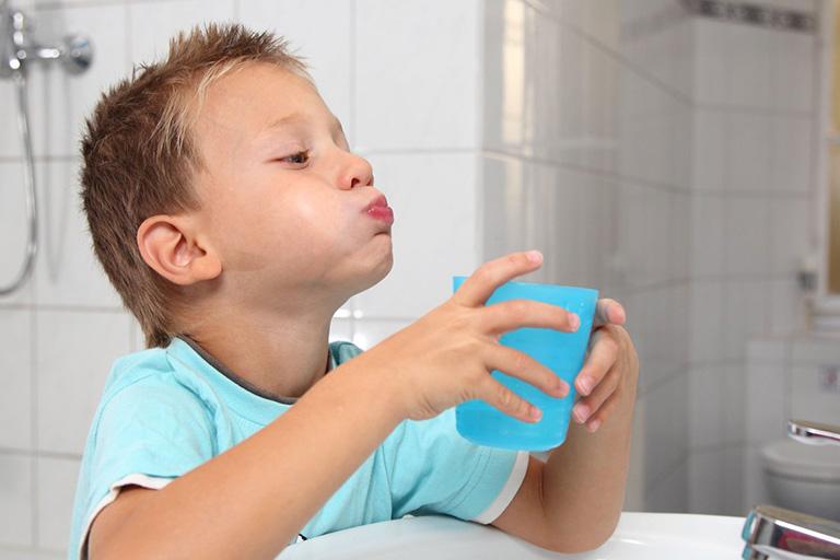 điều trị viêm nướu răng ở trẻ em