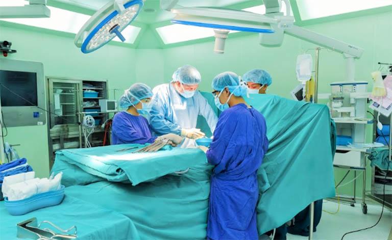 phẫu thuật chữa u xơ tử cung ở tuổi mãn kinh