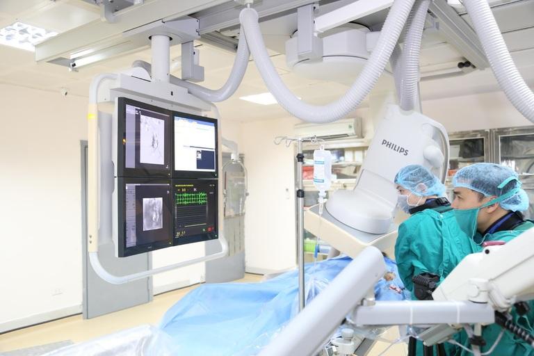 Nút mạch điều trị u xơ tử cung