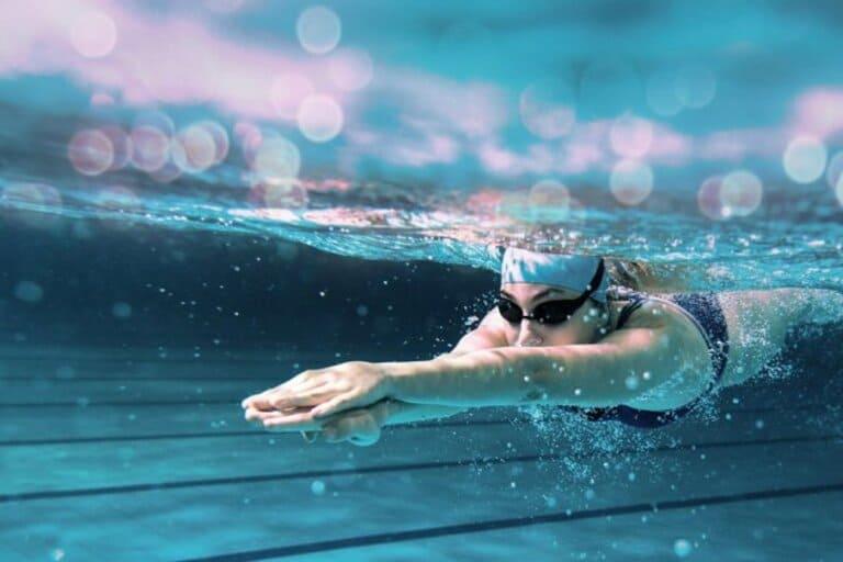 Bị thoát vị đĩa đệm có nên bơi không?