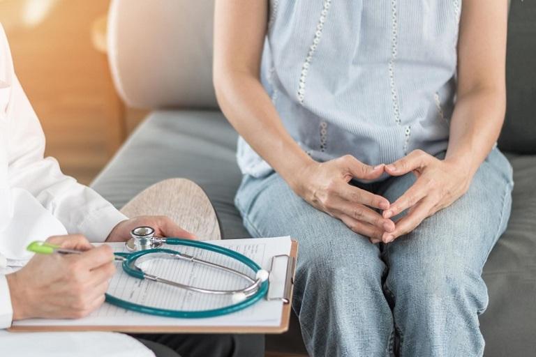 Tuổi nào dễ bị ung thư buồng trứng?